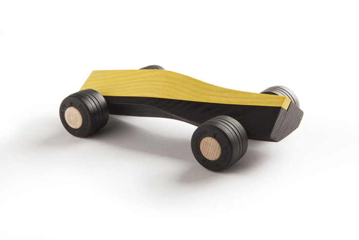 spliner T6 yellow wooden toy car maarten olden