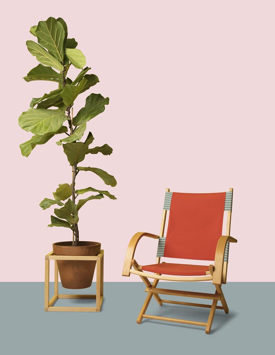 garden chair in garden Maarten Olden